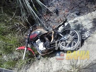 moto-incendiada-em-laje